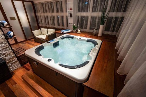 AMINA Lounge | Jacuzzi